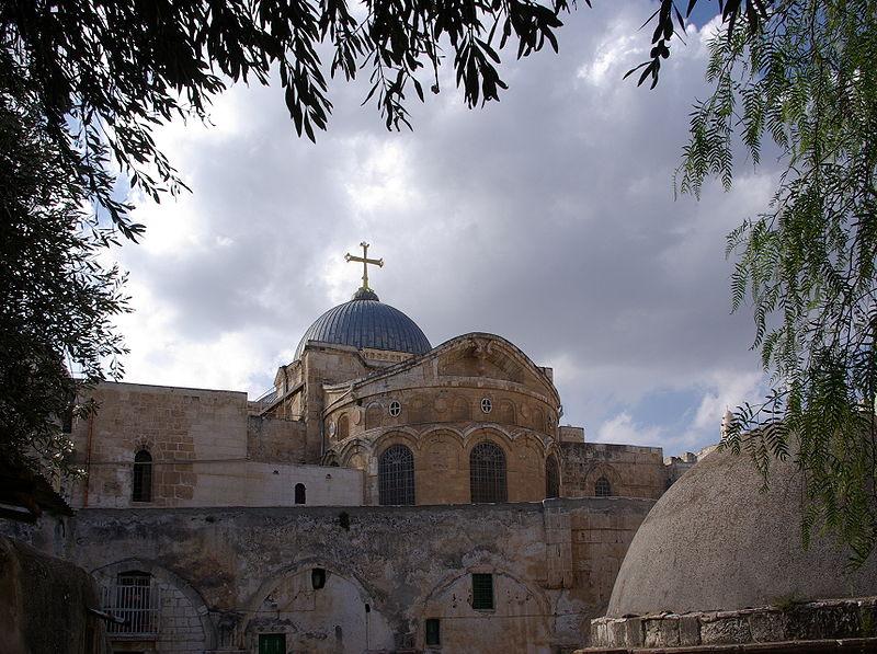 800px-Jerusalem_Holy_Sepulchre_BW_1